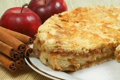 Cinnamon Applie Pie with Apples & Cinnamon around
